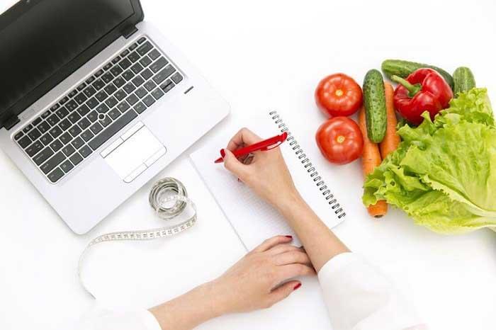 متخصص تغذیه در زمینه سلامت و رژیم غذایی